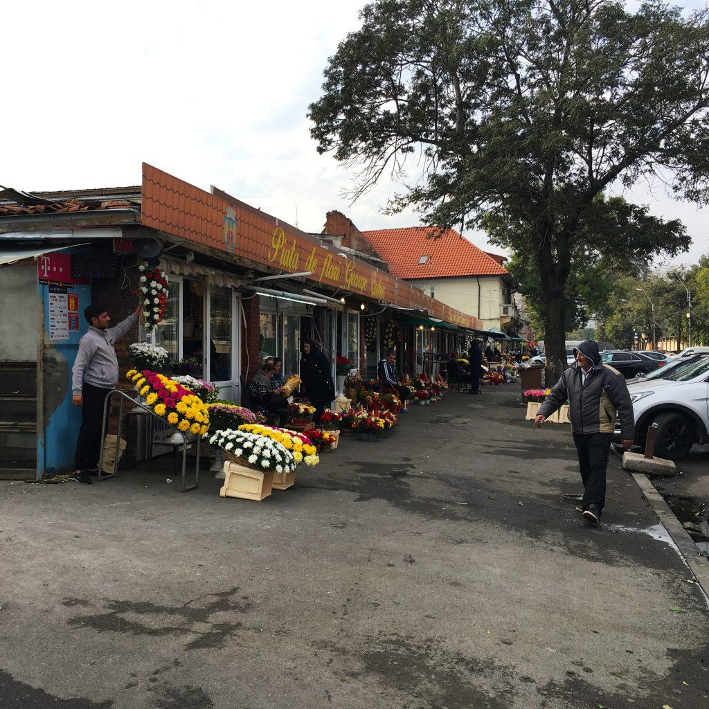 Piata de Flori - front la strada